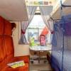 Защитные бортики для поезда из Пскова обеспечивают безопасность маленьких пассажиров в детском купе